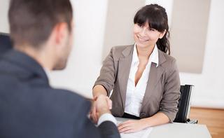 あなたに代わって転職に関する色々な交渉事を看護師転職サイトのキャリアコンサルタントが行ってくれます!