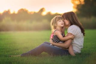 小さな子どもの脚を蝕むビタミンD欠乏症の症状と原因について!母子ともにビタミンDが不足してしまう理由とは?