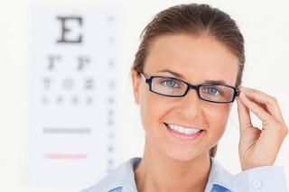 眼瞼下垂になると日常生活が混乱する?!なぜまだ若いのに目が極端に細くなってしまのか?