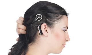 人工内耳によって本当に聞こえるようになるのか?!人工内耳の失われた聴力を取り戻すメカニズムについて
