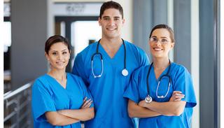 なぜ看護師転職サイトは完全無料で利用できるの?ナースバンクにはないメリットとは?