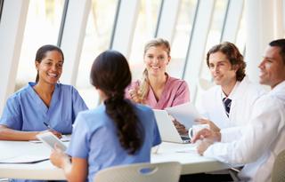 介護施設や企業で看護師として再就職するさいの注意点とは?選択の幅を広げると再就職に対する敷居が下がります!!