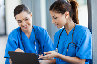 新人看護師の教育制度「プリセプター」が抱える問題点とは?!プリセプターで人は育てられない?